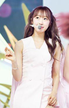 이미지 뷰어 : SBS Yuehua Entertainment, Starship Entertainment, Cosmic Girls, Girl Group, White Dress, Dresses, Butterfly, Fashion, White Dress Outfit