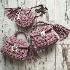 ― veronica Gomelさん( 「Я с самого начала этого сезона знала, что этот цвет 😍покорит моих девочек 😍😍😍он нереальный . Bag Crochet, Crochet Clutch, Crochet Motifs, Crochet Handbags, Crochet Purses, Crochet Yarn, Crochet Stitches, Crochet Patterns, Yarn Bag