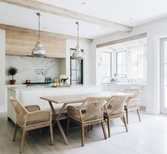 Kitchen Living Rooms Remodeling Weekly Round-Up Dining Chairs – DOREEN CORRIGAN - This week's weekly round-up is all about dining chairs. Fall is on the horizon, and as the weather cools down we tend to spend more time inside the home. Farmhouse Style Kitchen, Modern Farmhouse Kitchens, Home Kitchens, Kitchen Modern, Farmhouse Decor, Living Room Kitchen, New Kitchen, Dining Room, Kitchen Ideas