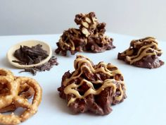 Read our delicious recipe for Chocolate Pretzel Stacks, a recipe from The Healthy Mummy, which is a safe and yummy way to lose weight. Healthy Mummy Recipes, Healthy Treats, Gourmet Recipes, Healthy Eating, Cooking Recipes, Healthy Foods, Thm Recipes, Yummy Treats, Sweet Recipes