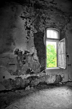 Urban Exploration - Photos of an abandoned hospital in Kiel, Germany.