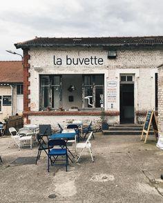 """La """"buvette"""" éphémère du Sonnenkönig ou l'endroit hyper chouette pour boire des bières, manger des burgers et avoir de l'espace #paris #saintouen #bonneadresse #summer2016"""