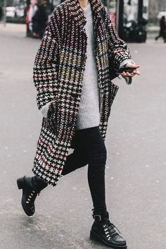 796a7d9e7a5c Loving this oversized houndstooth coat with a grey sweater and winter  boots.. So cozy