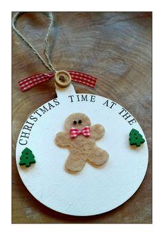 Gingerbread bauble personalised with family name, made by My little vintage company