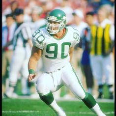 I'm saddened to learn of the passing of Dennis Byrd, the former New York Jets defensive lineman who overcame a serious spinal injury in 1992 to walk again. R.I.P. Dennis
