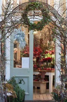 Zita Elze's beautiful florist shop in Kew : Part 1 Reminds me of one of my favorite places, The Weed Lady. me of one of my favorite places, The Weed Lady. Modern Country Style, European Style, Christmas Garden, Country Christmas, Christmas Time, Flower Market, Flower Shops, Shop Fronts, Garden Shop