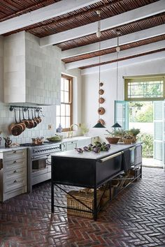 30 Nifty Small Kitchen Design and Decor Ideas to Transform Your Cooking Space - The Trending House Style At Home, Cuisines Design, Kitchen Flooring, Concrete Kitchen, Brick Flooring, Kitchen With Brick Floor, Kitchen Benchtops, Hardwood Floor, Kitchen Backsplash