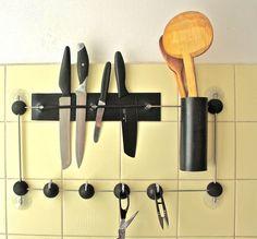 Wir zeigen euch praktische Stauraumlösungen für Küche und Bad, insbesondere für kleine Räume. Eine ideale Lösung dafür ist der Saugnapf, der nun beweist, wie vielseitig er ist.