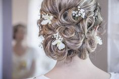 Top 2017 Wedding Hairstyles and Make-up Looks Top 2017 Wedding Hairstyles and Make-up Looks  Hairstyle and make-up are some of the most important aspects of wedding preparation, so it can be quite difficult to choose the perfect do to go with the stunning gown you'll wear. Keeping in mind the type of the neckline, the shade of the dress and ...