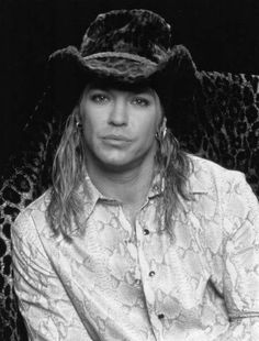 Love that look Looks hot Bret Michaels Poison, Bret Michaels Band, Pretty Boys, Cute Boys, 80s Hair Bands, Vince Neil, Let Your Hair Down, Music People, Ex Husbands