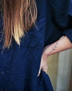"4,803 Gostos, 17 Comentários - Little Tattoos (@little.tattoos) no Instagram: ""Home-Made #Tattoos : @m_i_s_o_ : Hemp #flower for Anny, traded for a jacket #littletattoos #life…"""