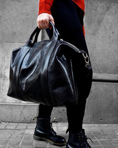 BACK IN STOCK Uno de nuestros bolsos más deseados ha vuelto para quedarse: BY THE RIVER.  Muchas os quedasteis si él que no se os escape esta vez!     #brussosa #leather #bag #spring #bags #handbag #leathergoods #leathercraft #handmadebag #leatherbag #shoplocal #leatherwork #handmade #accessories #backpack #leathergoods  #back #style  #look #shoulderbag #barcelona #handmadeinitaly  #raw #italy  ##バルセロナ  #レザーバッグ Leather Craft, Leather Bag, Handmade Bags, Leather Working, Spring Bags, Shoulder Bag, Handbags, Handmade Accessories, Barcelona