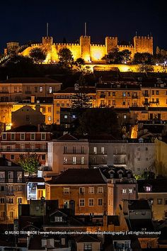 Castelo São Jorge (St George Castle) by night - Lisboa (Lisobn), Portugal Great place to watch the sunset Visit Portugal, Spain And Portugal, Portugal Travel, Beautiful Castles, Beautiful Places, Algarve, Places To Travel, Places To Visit, Lisbon Portugal