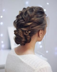 Just like for all brides, when the big day is approaching,many decisions have to be made. Wedding hair is a major part of what gives you good looks. These incredible romantic wedding updo hairstyles are seriously stunning. If you you want to add glamour to your wedding hairstyle, then check out these beautiful updos! #weddinghairstyles