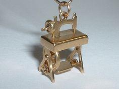 Vintage Sewing Machine Charm