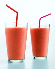 Mother's Day Brunch // Strawberry, Mango, and Yogurt Smoothie Recipe