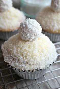Coconut Raffaello Cupcakes // www.scarletscorchdroppers.com