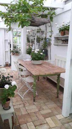 garden patio dining area, country cottage with stone floor and rustic style Garten Terrasse Essberei Outdoor Rooms, Outdoor Living, Outdoor Decor, Indoor Garden, Outdoor Gardens, Big Garden, The Garden Room, Garden Tips, Garden Ideas
