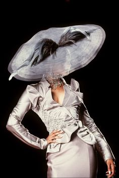 Beautiful...Christian Dior, Haute Couture Fall/Winter 2000 epinned by www.fashion.net