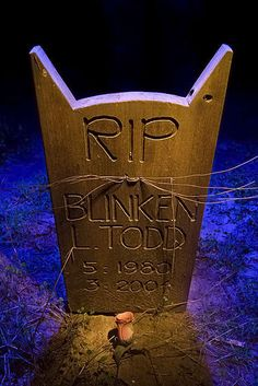 Eerie Animal Burial Captures - Pet Cemetry in San Fran. USA, now closed, but owners stil visit their beloved pets graves.