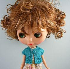 curly brunette Blythe ~ cardigan, maisiedoats @ etsy