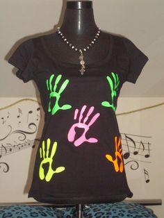 Boatneck T-Shirt Festival Shirt hand prints von TachinedasCreative
