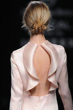 Couture Details, Fashion Details, Fashion Design, Fashion Over 50, Fashion Show, Couture Dresses, Fashion Dresses, Look Chic, Mode Inspiration