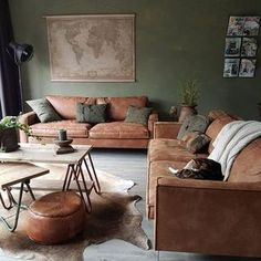 Welke bank past in een industrieel interieur? Industriële bank – industrieel in… Which sofa fits in an industrial interior? Living Room Green, Living Room Colors, Home Living Room, Living Room Designs, Living Area, Earth Tone Living Room Decor, Tan Sofa Living Room Ideas, Cozy Living Room Warm, Earthy Living Room