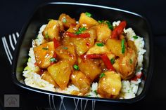 Paste cu pui si sos Alfredo - CAIETUL CU RETETE Pineapple Chicken, Romanian Food, Kung Pao Chicken, Chinese Food, Carne, Kfc, Chicken Recipes, Food And Drink, Sweets