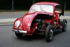 Ah, mate? What about the other side? Volkswagen Germany, Car Volkswagen, Vw Cars, Bug Car, Cool Bugs, Ferdinand Porsche, Car Trailer, Vw Beetles, Go Kart