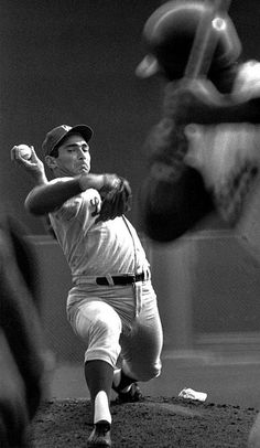 After throwing a shutout in Game Hall of Fame left-hander Sandy Koufax (perhaps the most legendary Jewish athlete ever) returned on two days rest and did it again, striking out 10 to win the 1965 World Series for the Dodgers. But Football, Dodgers Baseball, Sports Baseball, Baseball Players, Dodgers Win, Mlb Players, Baseball Photos, Sports Photos, Baseball Cards