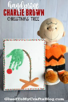 Handprint Charlie Brown Christmas Tree Keepsake - Christmas crafts - Home Baran Kids Crafts, Christmas Crafts For Kids, Christmas Projects, Preschool Crafts, Christmas Themes, Holiday Crafts, Holiday Fun, Christmas Gifts, Xmas