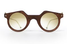 The aim of this project was simple : create a sunglasses family using natural and simple materials as wood and brass and simplified to the maximum its fabrication and its assemblage in view to create a self production.
