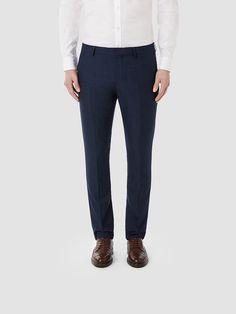 Identity SELECTED Homme - Slim fit - 35% Viskose, 65% Polyester - Zwei Paspeltaschen hinten - Zwei Seitentaschen - Knopf-, Reiß- und Karabinerverschluss - Gürtelschlaufen - Ausgearbeitete Details - Falten - Loch in der linken Tasche*. Das Model ist 189 cm und trägt Größe L.  Dieser klassische Anzug ist eine sichere Investition - insbesondere mit einem Oxford-Hemd und deiner besten Krawatte. Di...