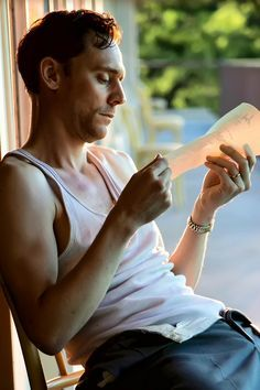Tom Hiddleston as Hank Williams in I Saw The Light. Full size image: http://ww3.sinaimg.cn/large/6e14d388gw1f5ax4l5njdj20qo0u0463.jpg Source: Torrilla, Weibo