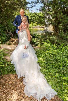 Zie ook de prachtige details op de #custom made #trouwjurk van onze lieve #bruid Diony #weirdcloset #trouwen #mode