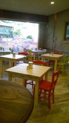 """www.mobilificiomaieron.it - https://www.facebook.com/pages/Arredamenti-Pub-Pizzerie-Ristoranti-Maieron/263620513820232 - 0433775330 Arredamento pizzeria ristorante """"El Paso"""" ad Aosta. Sedie cod 3014/L colori  bianco, Giallo, Rosso e Tavoli in legno 4 gambe. Tutto in finiture laccato consumato. #arredamentopub #arredamentopizzeria #arredamentoristorante #sedietavoli #tavoliesedie #sedievenezia #tavoliristorante"""