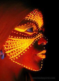 tribal fluo makeup