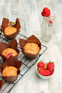 Muffins de fresa y plátano sin lácteos / Dairy free banana and strawberry muffins