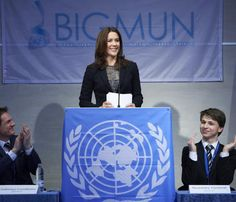 Mary de Dinamarca lleva a la escuela el espíritu de las Naciones Unidas