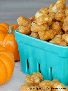 Pumpkin Spice Caramel Corn Pops recipe... so tasty and perfect for fall + Halloween! YUM!