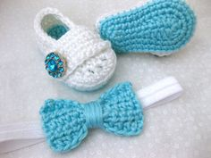 Baby Girl Booties & Soft Flower or Bow Headband SET - teal, white, jewel - Crochet newborn photo prop. A bit of Lovely on Etsy. Newborn Crochet, Crochet Baby Booties, Crochet Slippers, Baby Blanket Crochet, Baby Girl Gifts, My Baby Girl, Baby Girls, Baby Girl Shoes, Baby Headbands