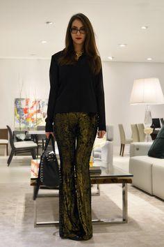 Look da noite: Calça dourada e camisa preta #ootd