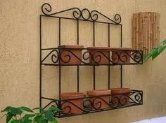 prateleira em ferro para objetos de decoração temperos