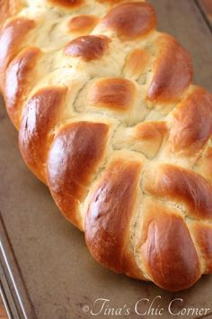 Holla for Challah! Challah Bread is uh-mazing. Let's see… It's a bread, it's a tad sweet, and it looks gorgeous. Yeah, it's just freaking amazing. Challah Bread Recipes, Artisan Bread Recipes, Bread Machine Recipes, Banana Bread Recipes, Challah Bread Recipe Bread Machine, Sicilian Recipes, Jewish Recipes, Sicilian Food, Croissants