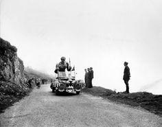 1953 13/7 rit 10 Col du Tourmalet [photo Frank Scherschel/Time & Life Pictures/Getty Images]