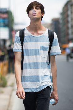 ゆるいボーダーシャツがこんなに似合っている。