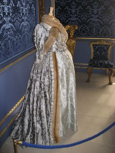 Georgian maternity dress as worn in The Duchess (2008) with Keira Knightley as Georgiana, Duchess of Devonshire. Costume design: Michael O'Connor