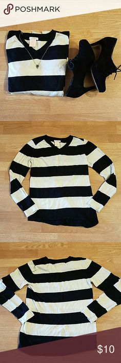 Black and White striped sweater It's a perfect time to get a head start on some Fall shopping! This lightweight sweater is an ideal layering piece; casually cool with horizontal black and white stripes on front and back. Excellent condition. Size Small. Sweet Romeo Sweaters V-Necks