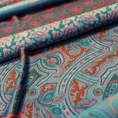 From @therakeonline Tag your friends and follow us for more... @drakesdiary's London-made neckties represent contemporary British manufacturing at its most artisanal. See how they are made online now... #Drakes #Haberdashery #BehindTheScenes #Craftsmanship # #Ties #Neckties #Accessories #Contemporary #British #Handmade #Silk #Luxury #Menswear #MensStyle #Rakish